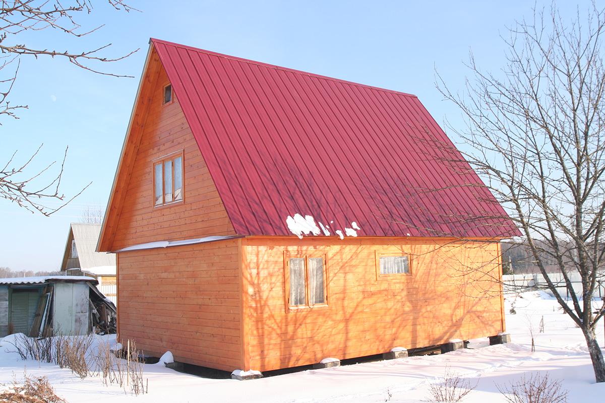 Крыши домов из профнастила фото